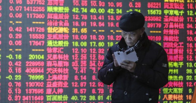 HANGZHOU, CHINA - JANUARY 05:  (CHINA OUT)Investors watch a digital screen displaying the prices of China's stock marketon January 5, 2015 in Hangzhou, Zhejiang province of China. China's stock surged to a high position on the first trading day of 2015, with Shanghai Composite Index climbing 3 percent to 3,350.52 at the close in the afternoon trading session on Monday.  (Photo by ChinaFotoPress/ChinaFotoPress via Getty Images)